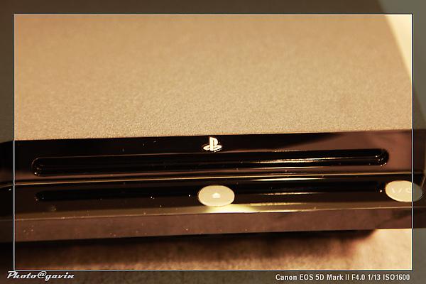 PS3_光碟吸入孔