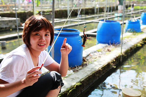 小美媽咪釣到蝦啦!!