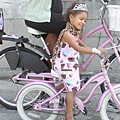 Velorution-Mother-and-girl-on-pink-bikes-thumb