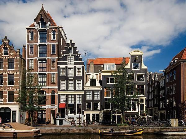 6-Facades_Amsterdam_300dpi_150x112mm_D