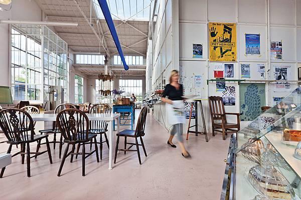 8-Restaurant_Piet_Hein_Eek_Eindhoven_300dpi_150x100mm_D