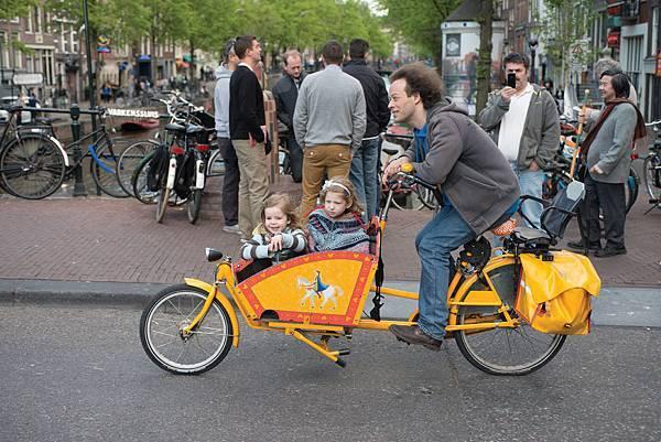 3-Cyclist_300dpi_150x100mm_D