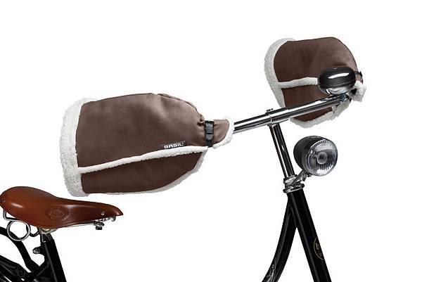 _50276-Basil-Hand-Warmers-on-bike-2.jpg