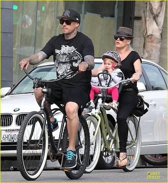 pink-carey-hart-bike-riding-with-willow-17.jpg