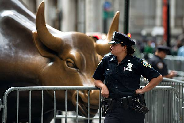 flood-wall-street-bull.jpg