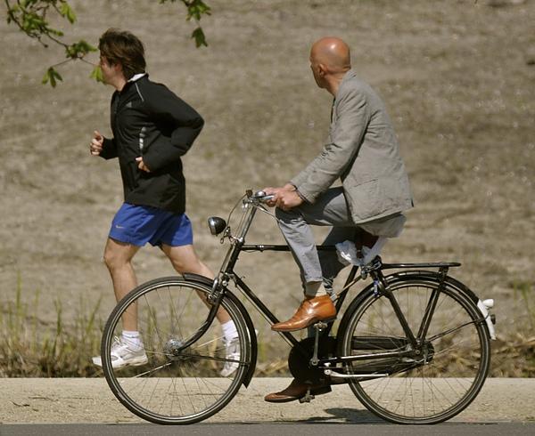 荷蘭自行車配西裝成絕配