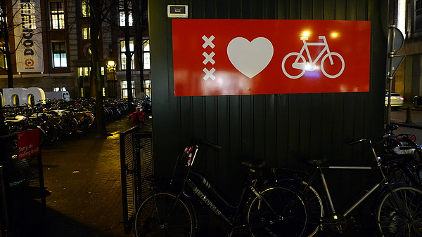 Amsterdam loves bikes