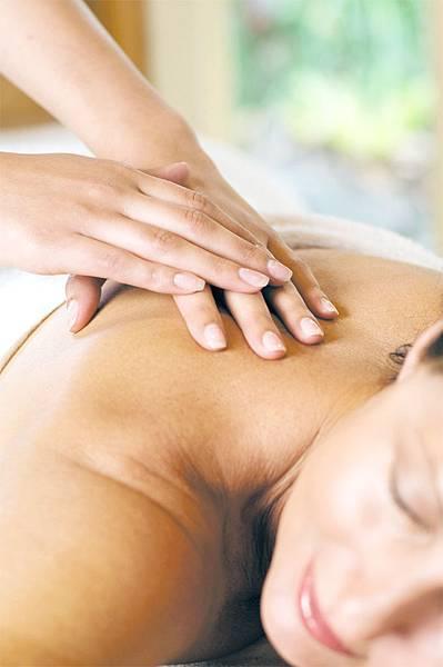 Gwinganna_massage3new_HIGH