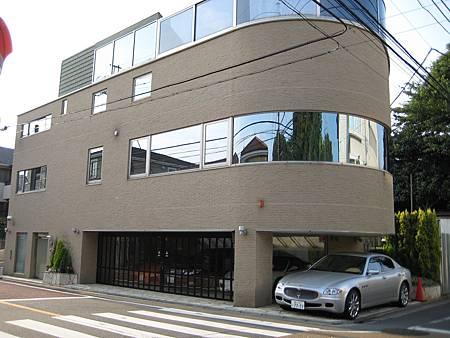 80瞎打誤撞來到傳說中四部名車的超級豪宅.JPG