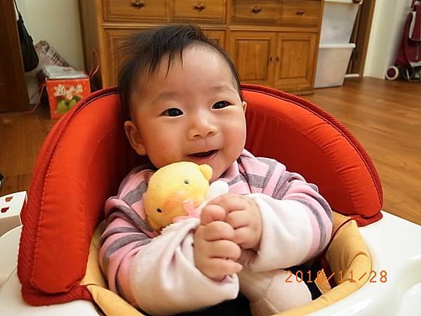 2010.11.28.抱娃娃-2.JPG