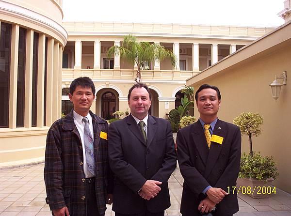 西澳台灣商會代表和西澳國會議員Mr.Tony McRae.Perth.西澳國會.JPG