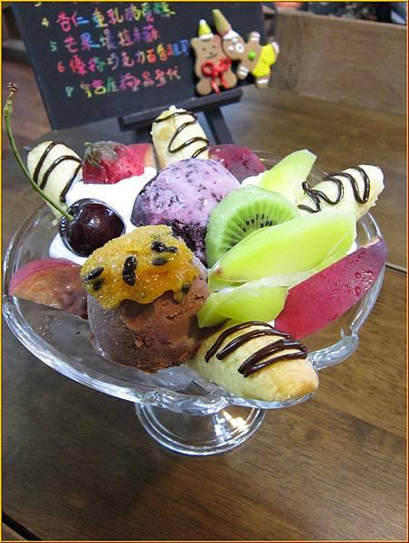 巧克力及綜合莓果冰淇淋