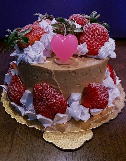 杏仁咖啡酒鮮奶油蛋糕
