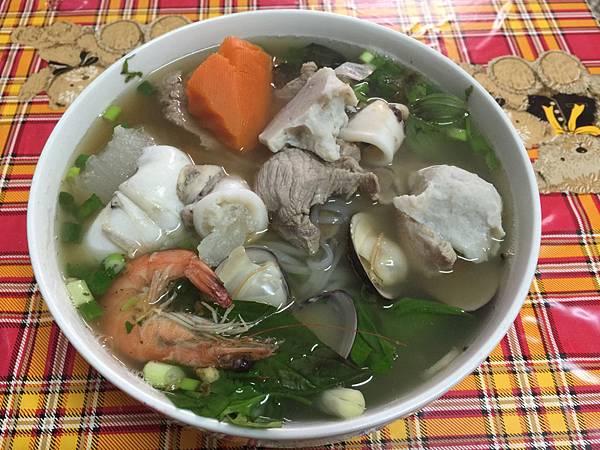 食記分享~雲林 麥寮 橋頭 123超市斜對面的海鮮河粉!ㄧ碗70元,料多味美! 飲食集錦
