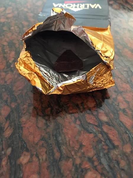 食記分享~來自法國的巧克力~苦巧克力王道~法芙娜 阿比納 黑巧克力片 Valrhona Noir Abinao 85% Cacao Chocolate noir Dark chocolate 宅配食記