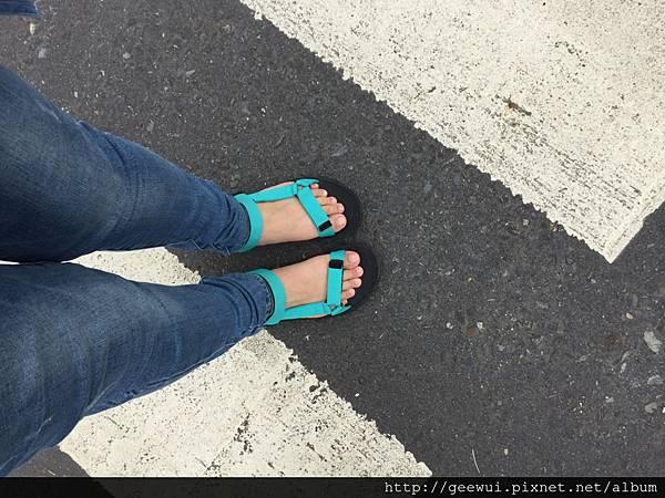 穿搭分享~卜學亮代言的GP涼拖鞋,2015年新版的藍綠色款!怎麼搭都顯白唷~ 民生資訊分享