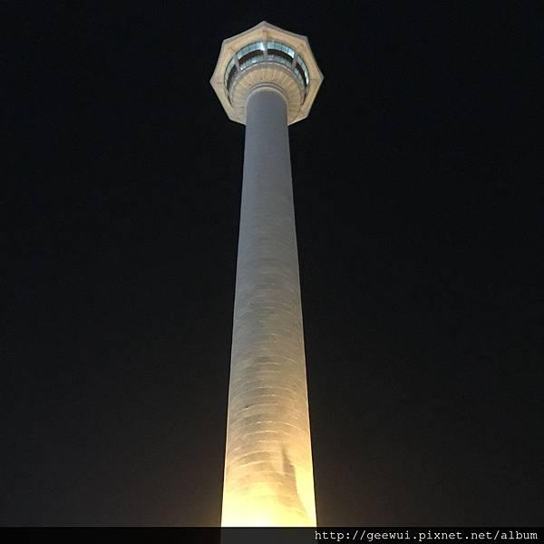 韓國釜山自由行第三天~爬上釜山第一長的樓梯來參見閃耀的釜山之光—釜山塔!!! 攝影