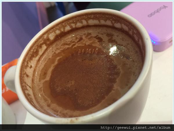 想跟巧克力來場完美的邂逅嗎?來COCOMAKER 可可美克巧克力就對哩!精緻小店、舒適空間、舒心甜食、樣樣動心! 飲食集錦