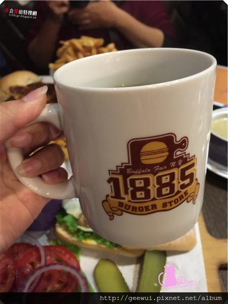 台北採點趣~美味漢堡一手掌握!市民大道美食@1885 Burger 多汁蘑菇蔬菜哈伯蒂起司漢堡好好吃!漢堡就是要夾薯條一起吃啦! 飲食集錦