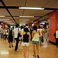 地鐵站很多人