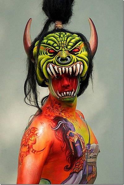 媲美萬聖節鬼妝的人體藝術-1