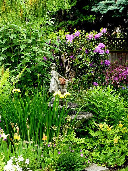 June garden 009.JPG