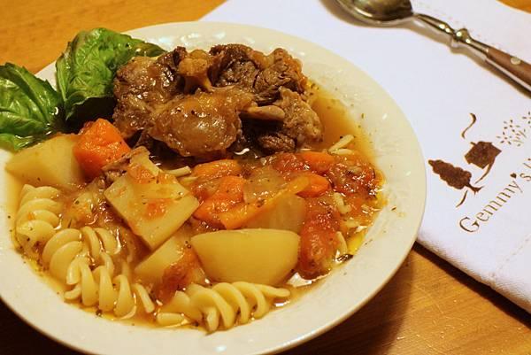 義大利香料番茄燉肉 116