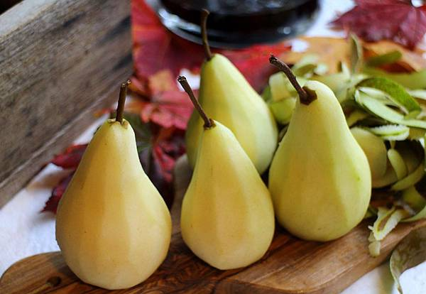 wine poached pear 256