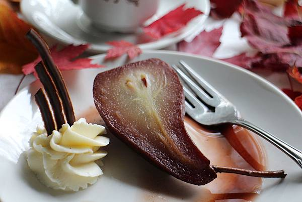 wine poached pears 011