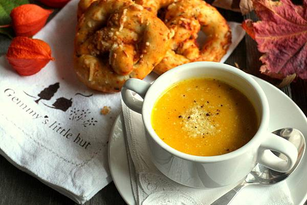 pretzels and squash soup 096