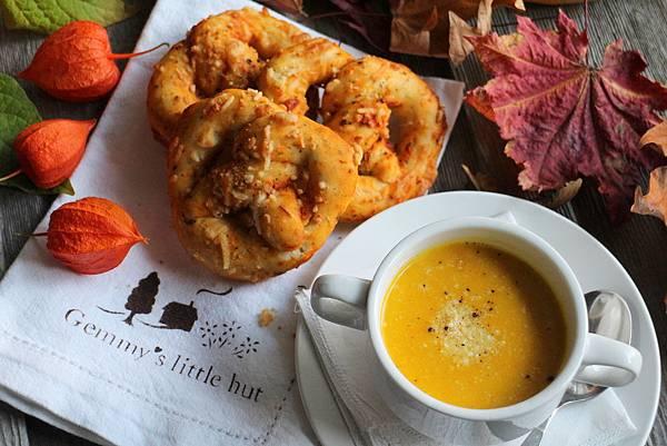 pretzels and squash soup 094
