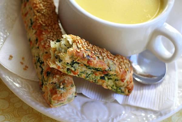 玉米濃湯 菠菜乳酪司康 085