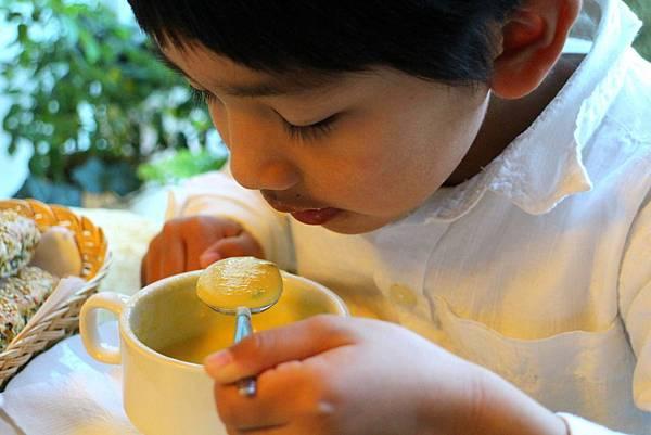 玉米濃湯 菠菜乳酪司康 045