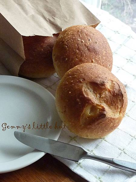 rusty country bread bun.JPG