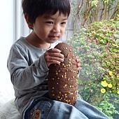寶寶與麵包1.JPG