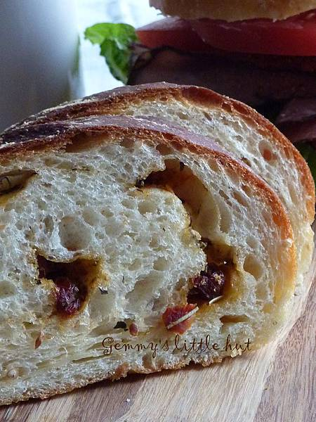 sun dried tomato bread 1.jpg