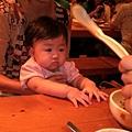 嗚嗚嗚,壞叔叔奈勒斯搶走了我的湯匙