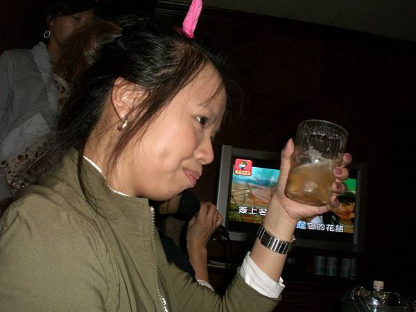 海帶拳,輸的就要喝,姐姐是海量ㄟ