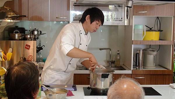王安邦老師製作米蘭式燉豬腱的醬汁