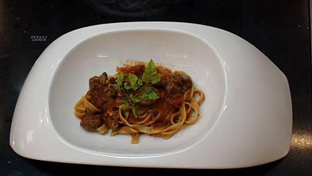 美味可口的波薩那番茄燉豬頰肉義大利麵