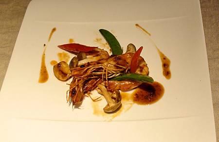 美麗盛盤的XO醬干燒海蝦