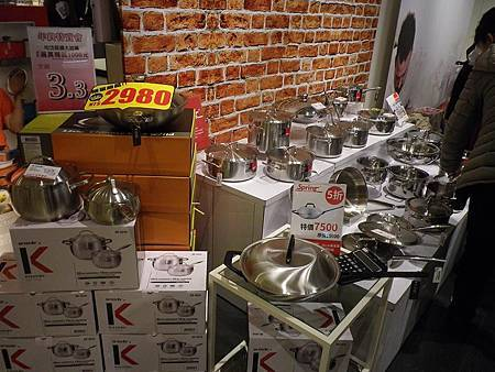 均岱鍋具料理教室(內湖HOLA)媽媽聰明料理術開課囉SPRING鍋具陳列