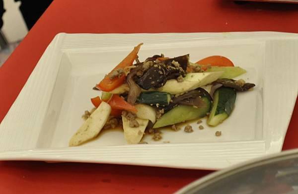 均岱鍋具六月六日SOGO新竹巨城專櫃廚師示範-鄉村肉醬茭白筍