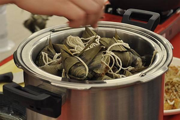 均岱鍋具六月六日SOGO新竹巨城專櫃廚師示範水晶粽