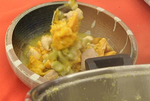 均岱鍋具六月六日SOGO新竹巨城專櫃廚師示範-南瓜香雞煲