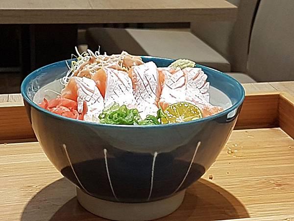 精選鮭魚丼(側寫).jpg