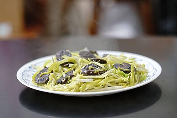 韭黃炒香腸(側寫).JPG