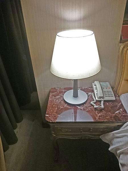 床頭燈.jpg