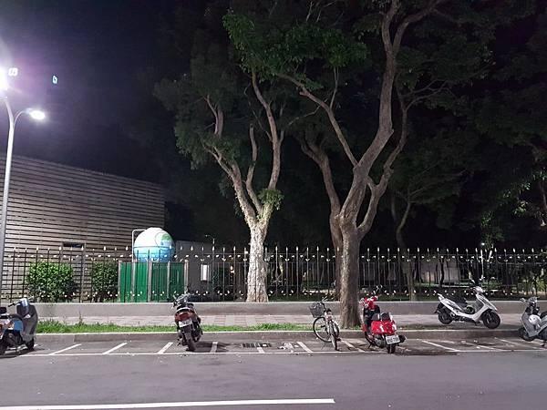 夜間停車場.jpg