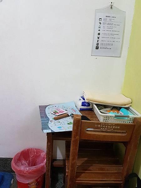 課桌椅.jpg
